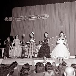 ドレスのファッションショー(昭和31年)