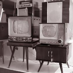 家庭用の白黒テレビ(昭和33年)